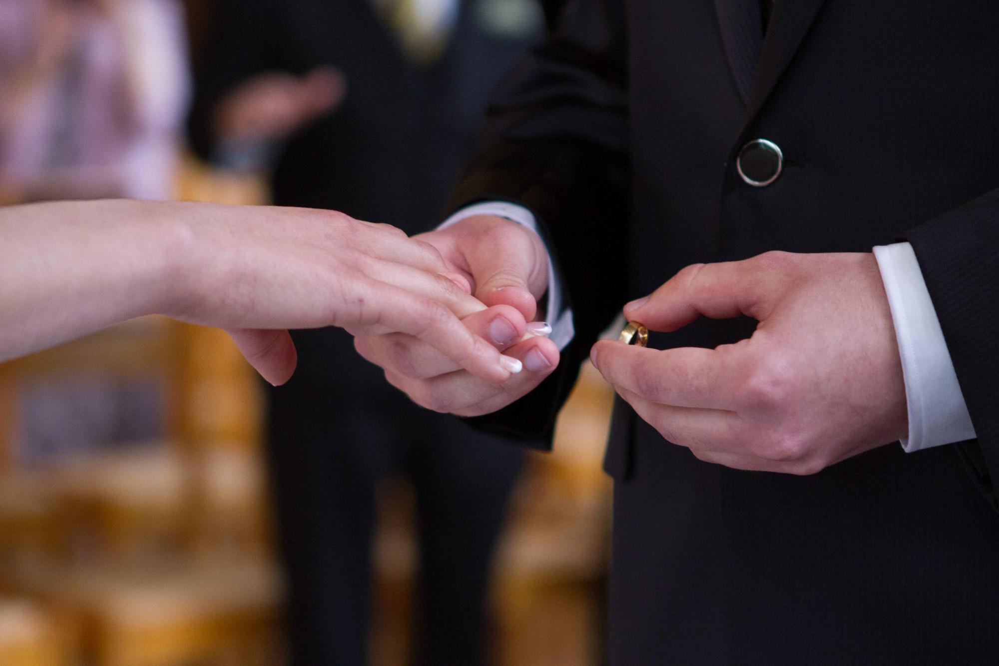 Hochzeitsfotografie - Ring an Finger